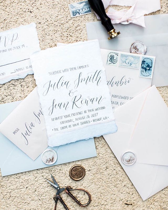 Up close and pretty! I just loved this beautiful invitation suite by @madetoflourishcalligraphy with it's watercolor pastels and marbled wax seals.  What's your favorite part about your invitation suite??