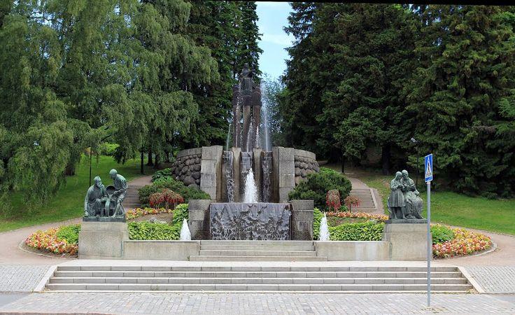 Näsinkallion suihkukaivo monumentin suunnitteli Emil Wikström 1913. Näsinpuisto Tampere on 6,2 hehtaarin kokoinen, 1900-luvun alussa rakennettu, vuonna 1909 valmistunut puisto, jonka suunnitteli kaupunginpuutarhuri Onni Karsten. Kuva: A.I. Nieminen / Panoramio