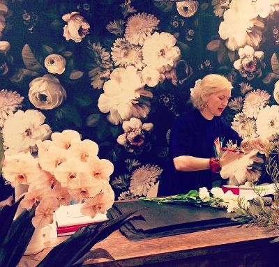 Why not try a flower arranging class on your Girls Getaway in the Blue Mountains