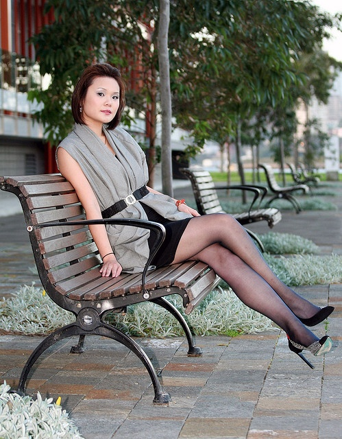 Women sitting crossed legs in nylons also intrigue me ...