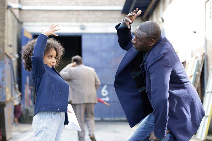 Ziemlich Beste Freunde-Star Omar Sy als lässiger Stuntman, der zum Vollzeit-Daddy wird, als seine Ex-Geliebte die gemeinsame Tochter einfach bei ihm zurück lässt. Plötzlich Papa: Trailer zur Comedy mit Omar Sy ➠ https://www.film.tv/go/35914  #OmarSy #Comedy #ClemencePoesy