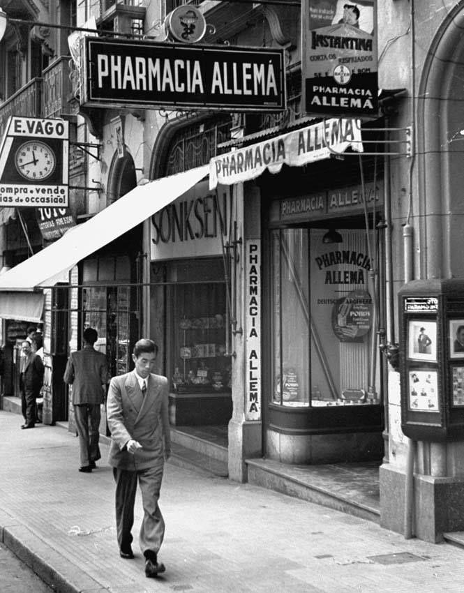 1939 - Rua XV de Novembro - Pharmacia Allemã. Ao lado, loja dos chocolates Sonksen.