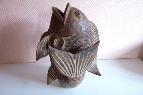Tres-beau-Vase-terre-cuite-representant-une-carpe