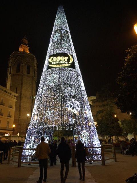Árbol de Navidad en la plaza de la Reina de Valencia. Diciembre 2015.