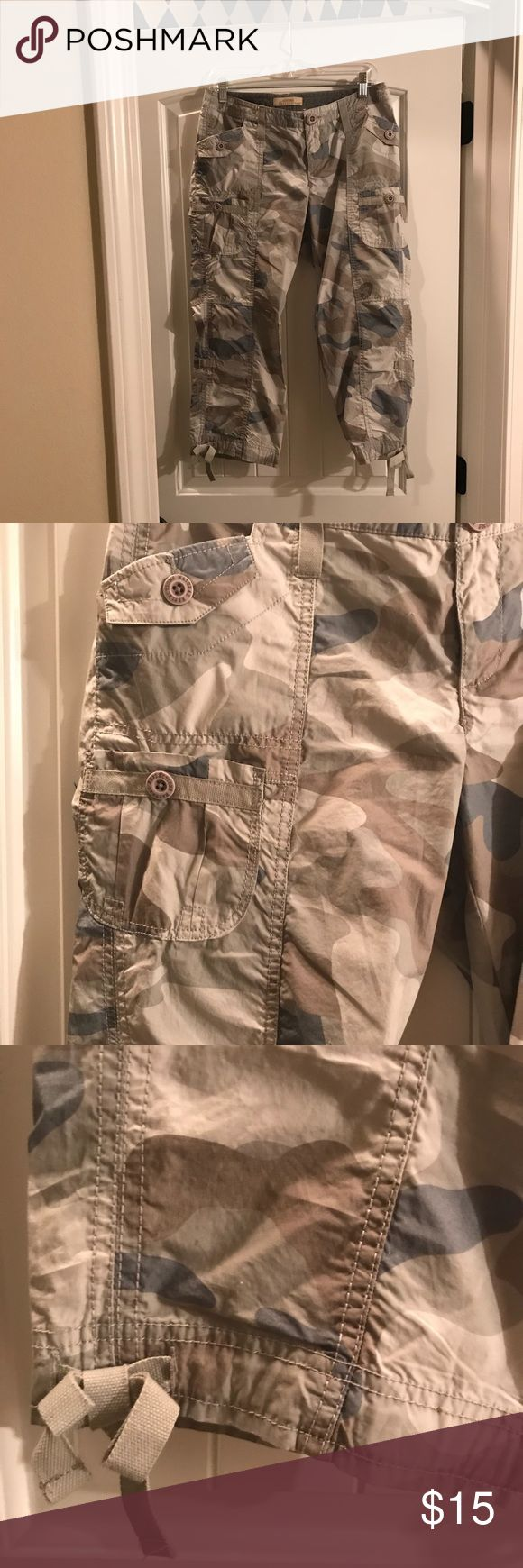 """Camouflage Natural Reflections cargo Capri pants 4 Camouflage Natural Reflections cargo Capri pants size 4. Purchased from Bass Pro Shop and worn once. 30"""" long Pants Capris"""