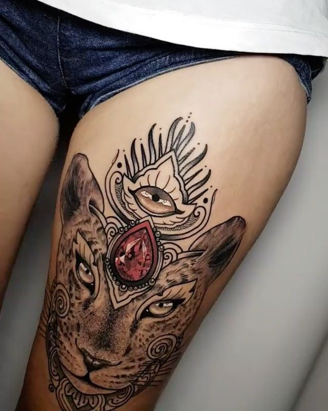 Beautiful thigh piece