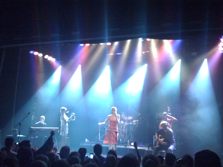 Nouvelle Vague - Gagarin - Oct 2011