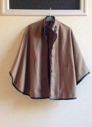 À vendre sur #vintedfrance ! http://www.vinted.fr/mode-femmes/capes-et-ponchos/52957320-cape-marron-naf-naf-taille-34