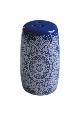Saleiro E Pimenteiro Cerâmica Indigo Henna Flower Urban Branco, confeccionado em cerâmica. Para maior conservação, recomenda-se utilizar detergente neutro e lado macio da bucha. A embalagem contém 1 peça. Não pode ser utilizado na lava louças.
