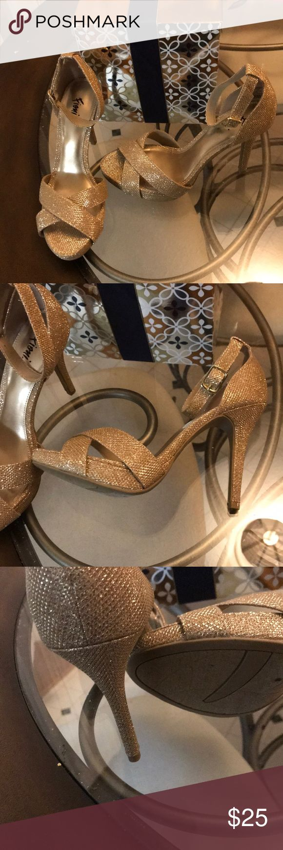 Stunning Gold Platform heels w ankle strap!! Beautiful w an evening gown or to add a little sparkle to a sun dress! Super comfortable. EUC Fioni Shoes Platforms