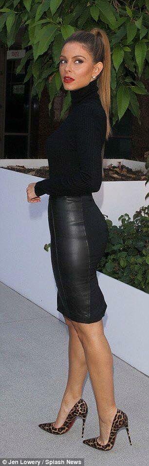 Falda de tubo de cuero color negro                                                                                                                                                      Más