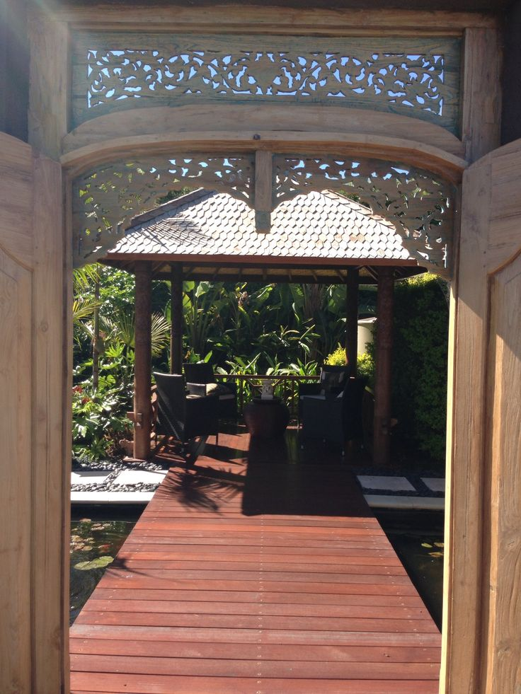 Balinese garden - I would like an entrance like this...
