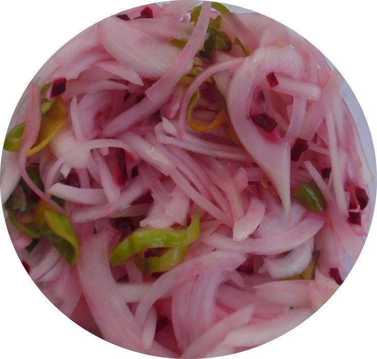 Es muy común en Yucatán; las sirven como acompañamiento de la mayoría de los platillos típicos de la región, en Sal y Pasion con todos nuestros Tacos de canasta  INGREDIENTES - 3 chiles habaneros (o al gusto) - 1 cebolla morada finamente picada - jugo de naranja agria - Sal al gusto PREPARACIÓN Se mezclan todos los ingredientes.