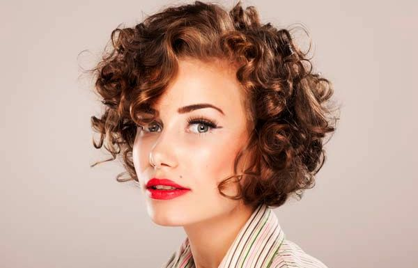Out curly hairstyles; Most of the people prefer straight and sleekly hair to make a perfect hairstyle. They think that curly hair is not so good for making stylish hairstyle and it easily gets messy. But it is the time to try something new with out curls hairstyle.  Now curly hair is very trendy…