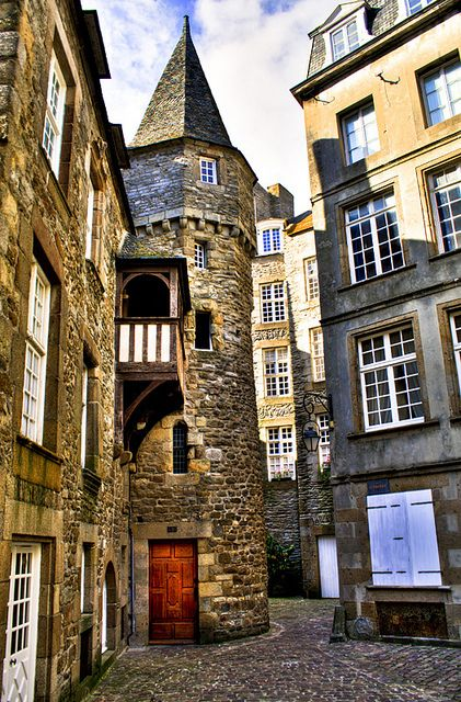 Buildings and tiny streets of Saint-Malo, France