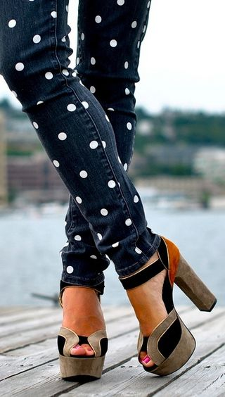 The idea of polka dot jeans makes me smile!Shoes, A Mini-Saia Jeans, Colors Combos, Fashion, Skinny Jeans, Style, Pants, Polka Dots Jeans, Chunky Heels