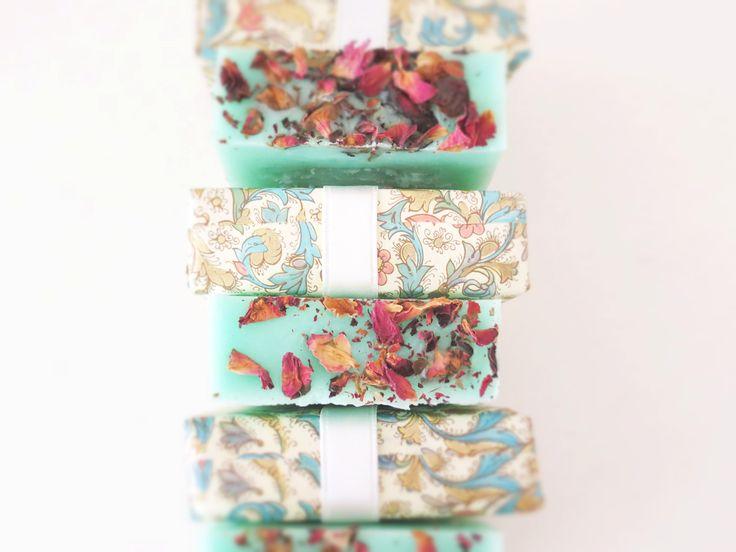 Jabón de magnolia y pétalos de rosas