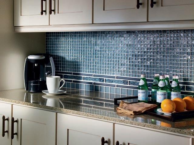 Blue glass mosaic kitchen backsplash kitchen ideas for Blue kitchen backsplash ideas