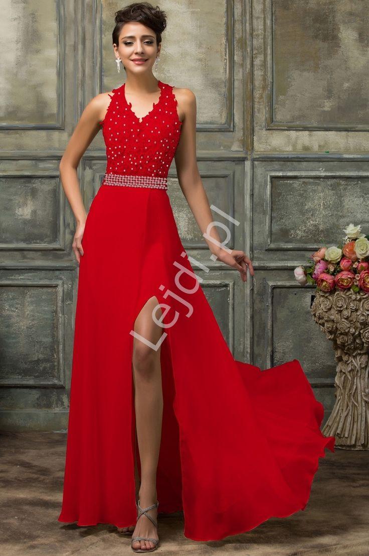 Długa czerwona suknia wieczorowa. Suknia o unikatowym kroju, który pięknie równa proporcje ciała. Góra bogato zdobiona gipiurowa koronka i cekinami. Long red evening gown. A dress with a unique cut that is beautifully proportionate to the body. Top decorated with giply lace and sequins. On the leg sensual cut to give the sensuality of the dress. Lace dress with temptingly exposed back. #dress #red #reddress #longdress #eveningdress #fashion #woman #sexi
