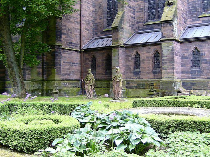 Saarbrücken, Johanneskirche, Kirchgarten, Mai 2016