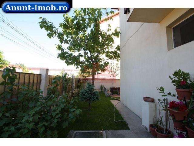 Anunturi Imobiliare Vand apartament cu 3 camere in vila.
