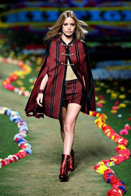 サマーポンチョはいかが?|最新ファッショントレンド情報|ファッショントレンド:シュワルツコフ オンライン
