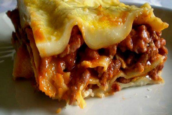Receta de Lasaña de carne picada en http://www.recetasbuenas.com/lasana-de-carne-picada/ Aprende a preparar una deliciosa lasaña de carne picada de forma rápida y sencilla. Un plato típico de la cocina italiana con la que sorprenderás a todos.  #recetas #Pasta #lasaña