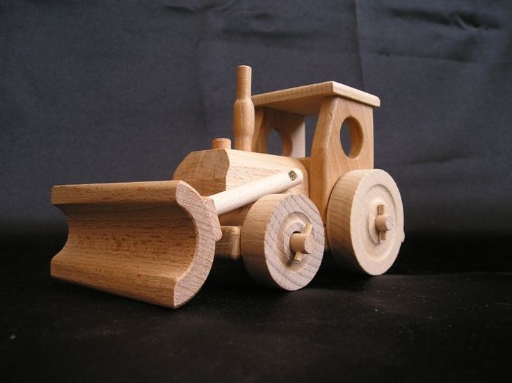 Traktor s radlicí, dřevěná hračka