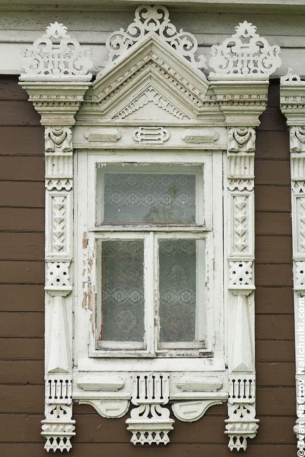 Традиционный русский наличник-Platbands, an area which is four times larger than the area of the window, that he surrounds