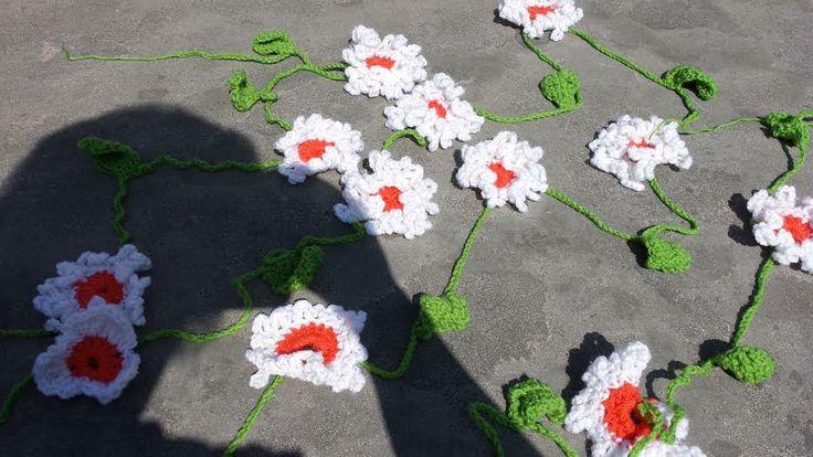 Vrolijke bloemen slinger gemaakt door atelier.naaiz11