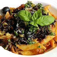 Tomatisert pasta med sopp og grønnsaker - oppskrift