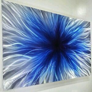 Beautiful burst of blue color painting idea. Bild