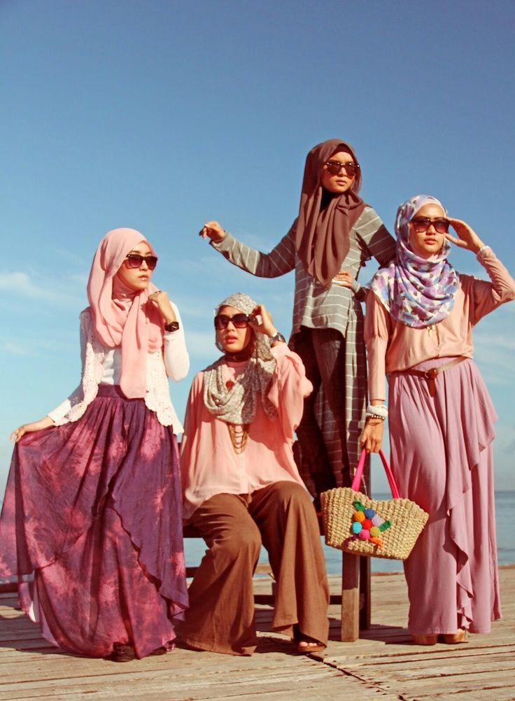 Hijab Fashion 2016/2017: Hijabers!  Hijab Fashion 2016/2017: Sélection de looks tendances spécial voilées Look Descreption Hijabers!