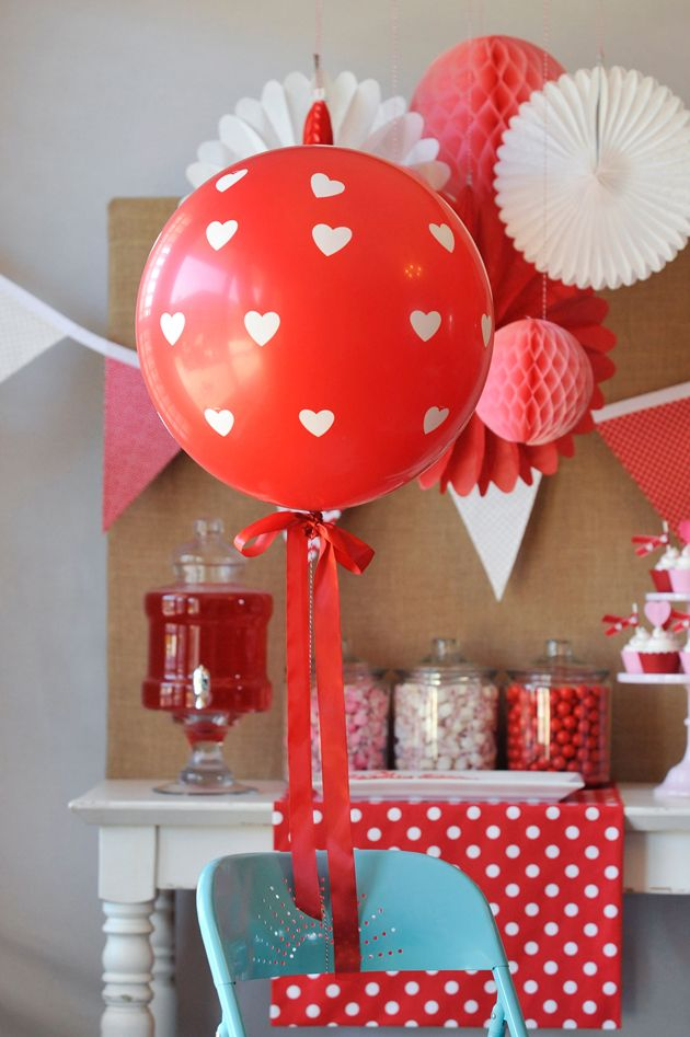 """Roses are red, violets are blue, we LOVE our """"Be My Valentine"""" party and hope you do too! Valentine's day party balloons on the Tiny Prints blog."""