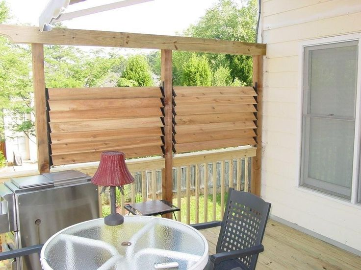 Diy simple louvered privacy fence for deck patio in your for Simple deck privacy screen