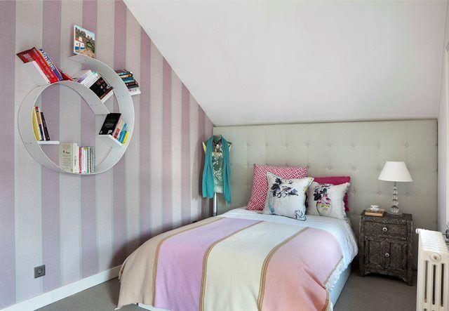 Designers Guild wallpaper and Blanket Kartell Shelf #kartell #fusion #designersguild