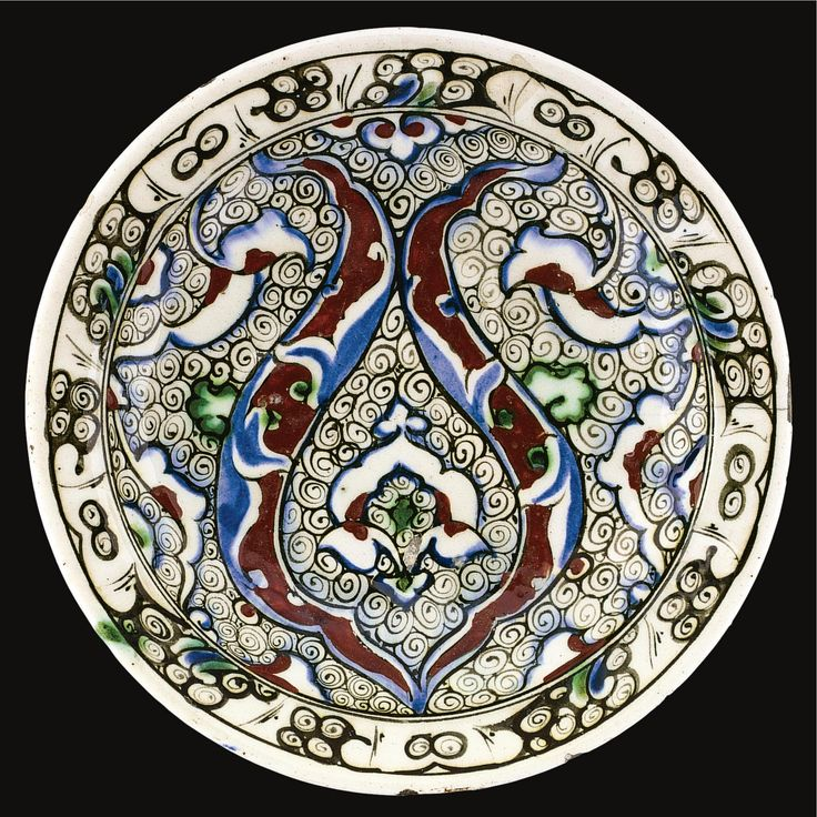 AN IZNIK POLYCHROME POTTERY DISH, TURKEY, CIRCA 1590