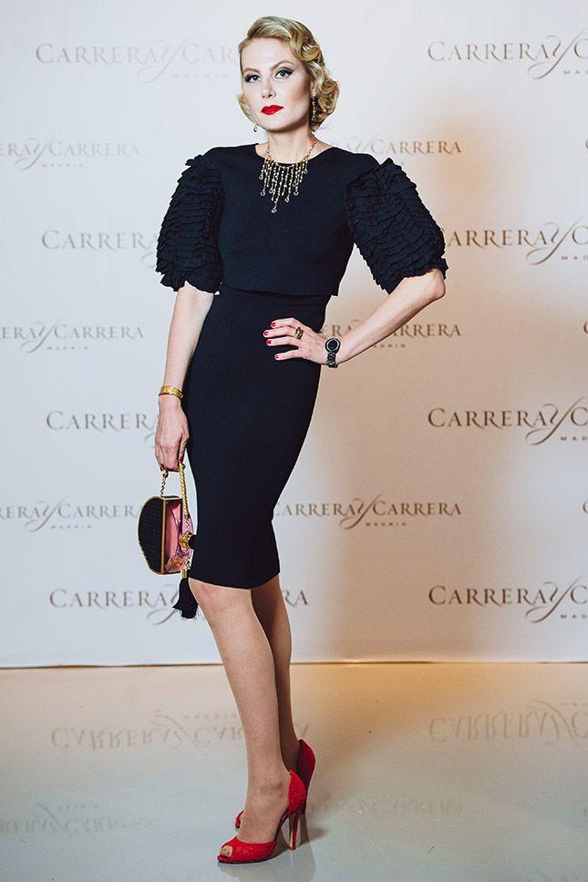 Рената Литвинова в Ulyana Sergeenko Couture и украшениях Carrera y Carrera на закрытом предпоказе выставки «Русское искусство»