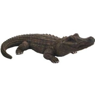 120 best lawn ornaments yard art images on pinterest for Alligator yard decoration