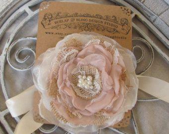 Pols Corsage met jute bruiloft, bruids Corsage, stof Corsage, bruidsmeisjes corsage, Bridal accessoire, rustieke Corsage, bruids douche Corsage