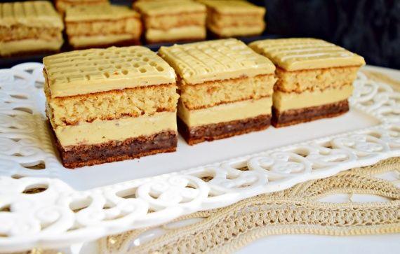 Prajitura cu blaturi de ciocolata si crema de ness | Rețete Merișor