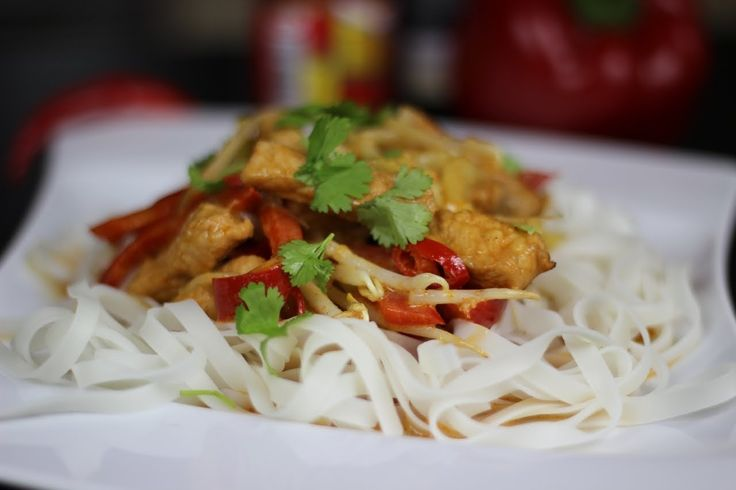 Jak zrobić tajską wieprzowinę z makaronem ryżowym - Przepis Video