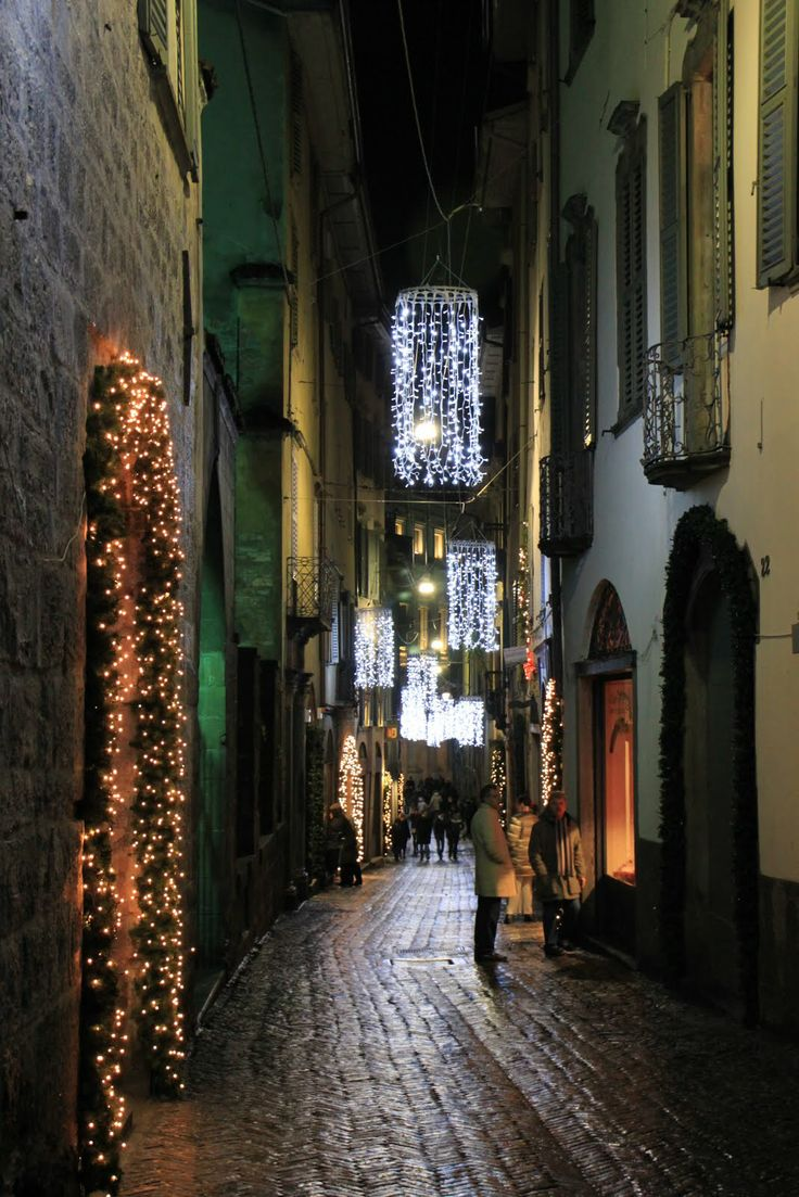 Shopping street ready for #Christmas in #Bergamo, #Italy --- Via dello shopping pronta per #Natale a #Bergamo