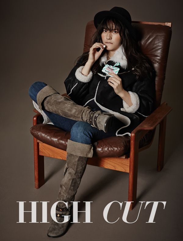 f(x) Krystal in High Cut Vol. 135 Look 1