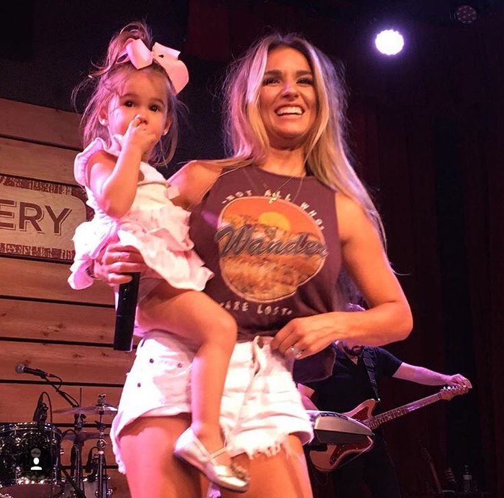 Jessie James Decker & Vivi