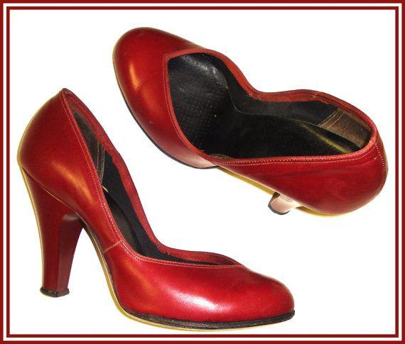Vintage 1940s pumps heels Red Size 4M pumps by vintagediva60, $75.00