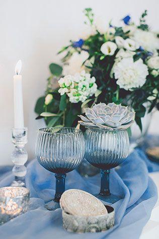 Воздушное утро невесты в голубых тонах, бокалы