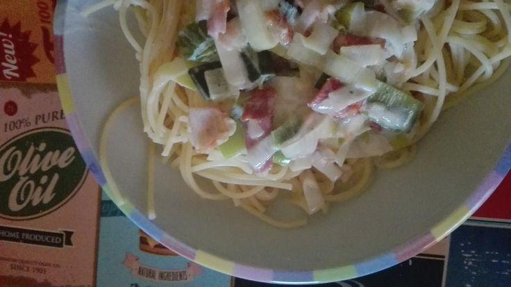 Spaghetti mit Bacon und Lauch in Käse-Sahne-Sauce