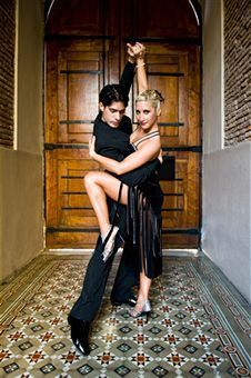 A fully ISTD qualified professional Ballroom and Latin instructor, Michael pairs his passion for Ballroom and Latin dance with solid professional experience. http://ballroomcourses.co.uk/