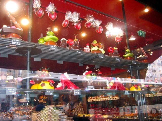 チョコレート店のショーウインドウ La vitrine de la chocolaterie à Paris #paris #vitrine #chocolaterie #パリ #ショーウインドウ#チョコレートショップ#パリの風景#france #フランス